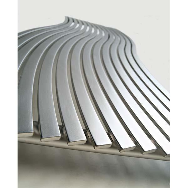 cordivari-termoarredo-design-calorifero-orizzontale-lola-arredo-bagno-570x1516-watt-698-acciaio-inox-finitura-satinata-ambiente-dettaglio-2