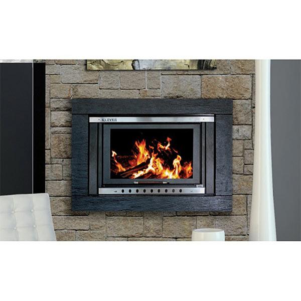 klover-termocamino-kw-28-5-riscaldamento-e-acqua-sanitaria-sicuro-top-tk35p-kit-acciaio-nero-ambientazione