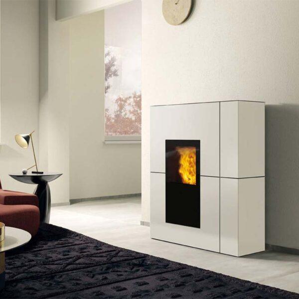edilkamin-termostufa-a-pellet-blade-h-22-classe-a++-acciaio-bianco-opaco-ambiente